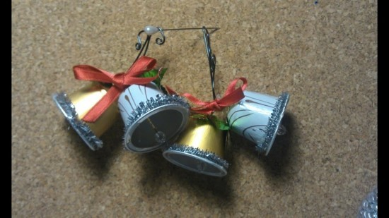 upcycling weihnachtsschmuck basteln mit kaffeekapseln