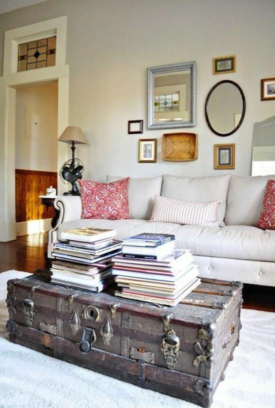 vintage wohnzimmereinrichtung mit truhentisch