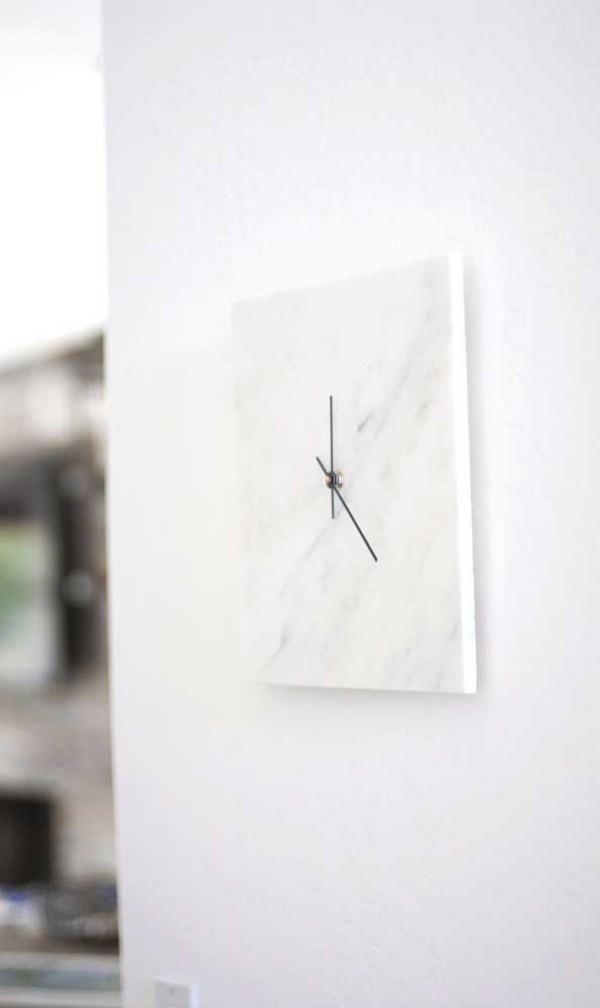 weiße Idee aus Marmor - wanduhr