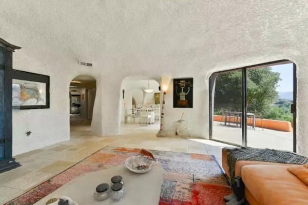 wohnzimmer terrasse flintstone haus