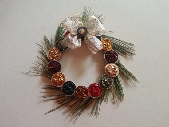 wunderschönen weihnachtskranz basteln mit kaffeekapseln