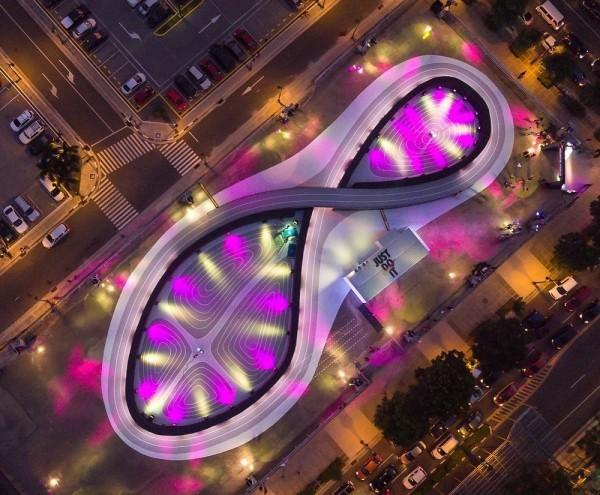 Die Schnürsenkel der Nike Adapt Huarache werden durch Siri angepasst unlimited stadium in manila
