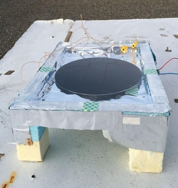 Energie vom Nachthimmel – Solarzellen auf den Kopf gestellt der prototyp des teams