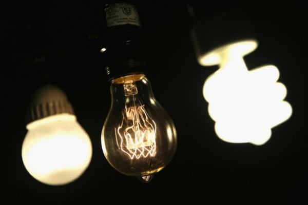 Energie vom Nachthimmel – Solarzellen auf den Kopf gestellt glühbirnen bei nacht