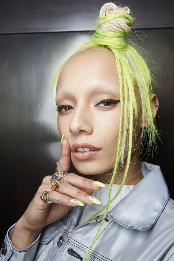 Farbige Strähnen Frisuren Damen