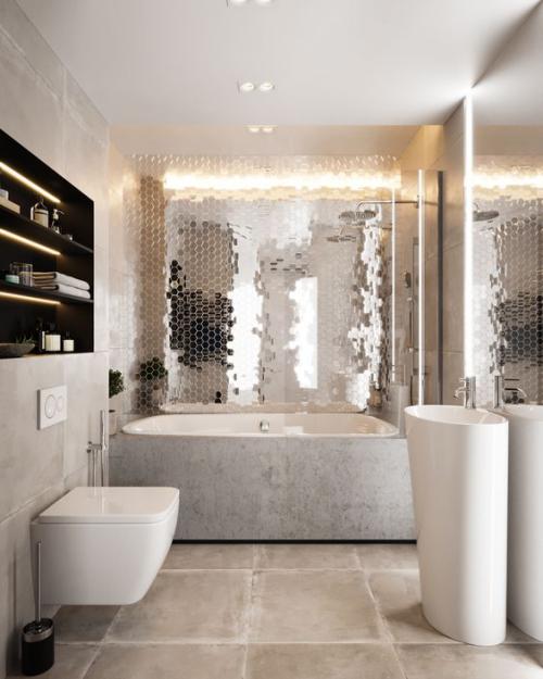 Fliesen-Akzente im Bad kreativ und gewagt eine Wand mit reflektierenden Fliesen gestalten den Glitzereffekt bewundern