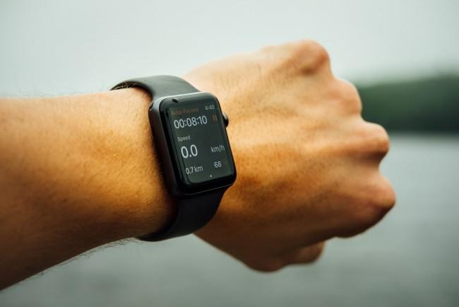 Gründe, warum jeder eine Smartwatch haben sollte uhr mit rechteckiges zifferblatt