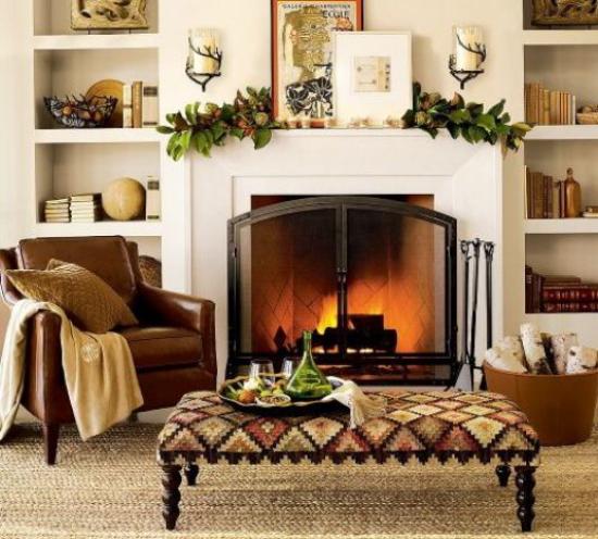 Herbstdeko im Wohnzimmer Kontrast Brauntöne Weiß dekorierter Kamin