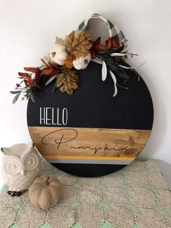 Holzschilder heißen den Herbst willkommen eins in runder Form