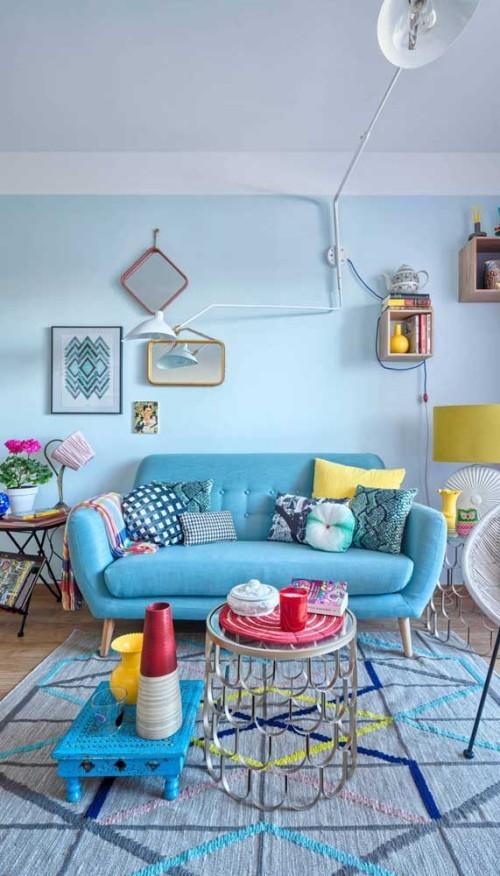 Inneneinrichtung blaue wandgestaltung sofa retro