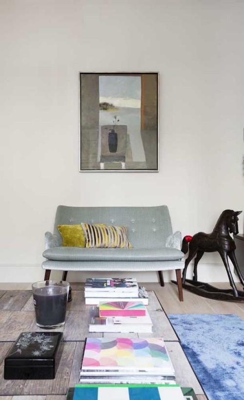Inneneinrichtung - kleines sofa retro unter einem bild