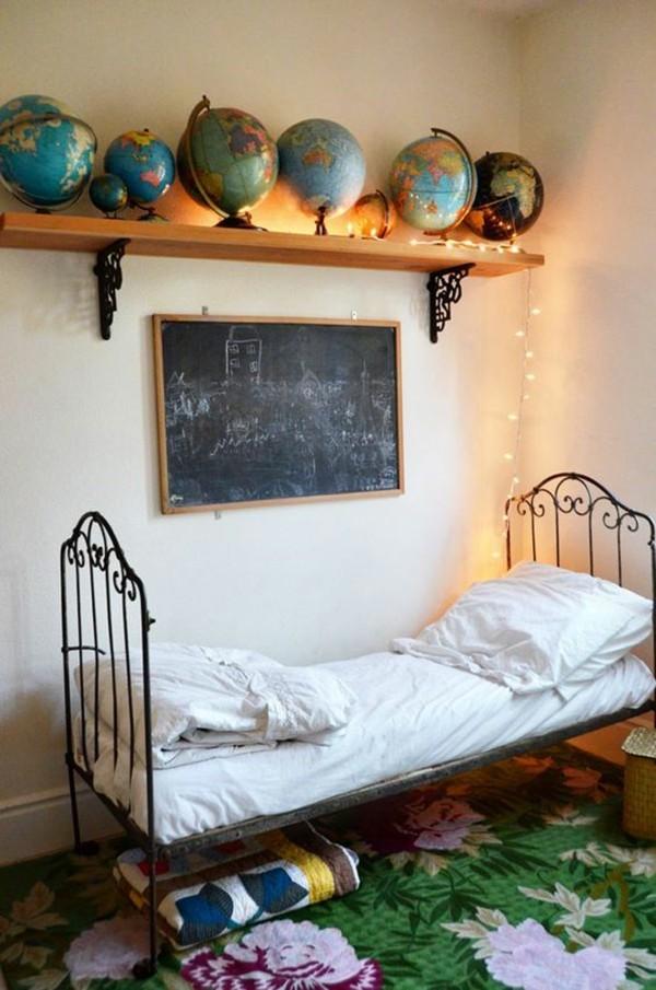 Kinderzimmer Bett Tafelfarbe Kreidetafel klein Wandregal