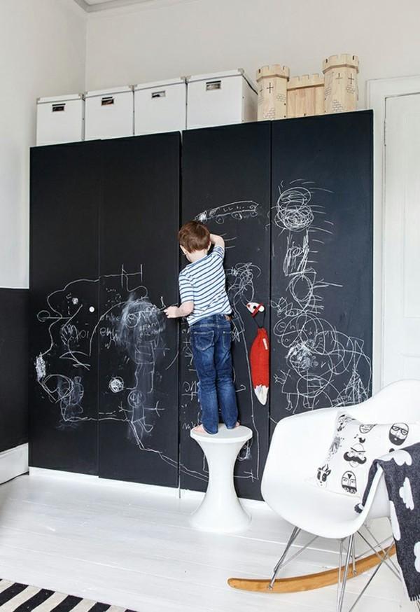 Kinderzimmer Möbel Kleidersrank Wände streichen Tafelfarbe magnetisch