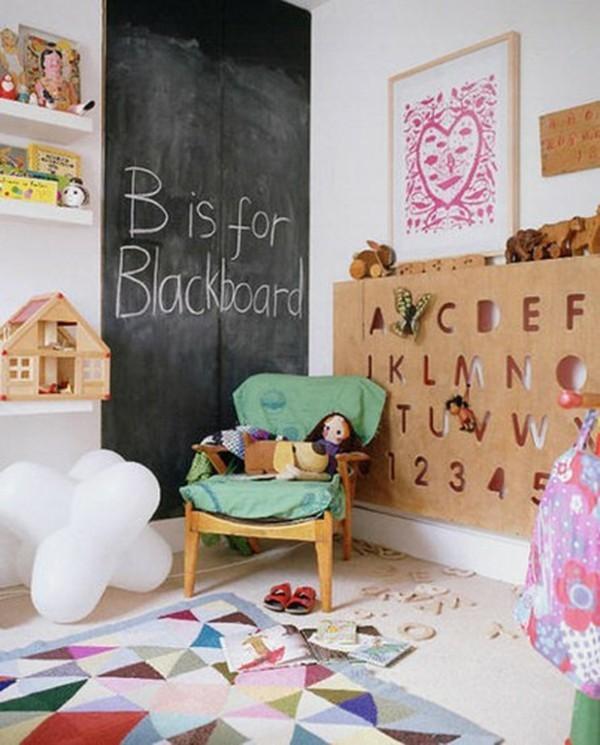 Kinderzimmer Sessel Buchstaben Wand Tafelfarbe Kreidetafel