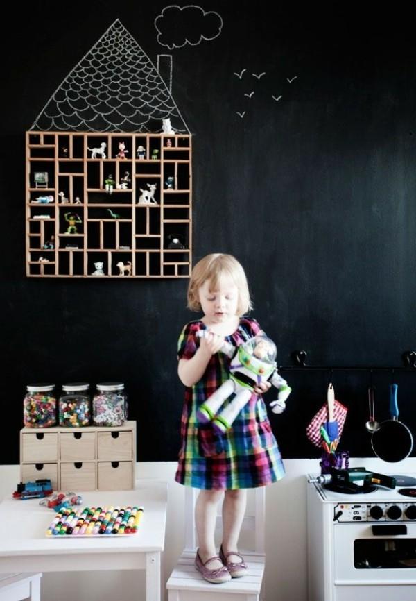 Kinderzimmer Wandregal Holz Tafelfarbe kreative Wandgestaltung Tafelfolie