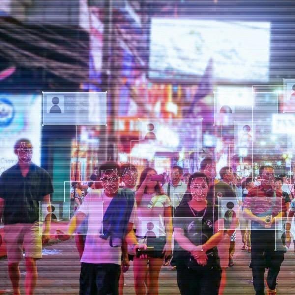 Kleidung gegen Gesichtserkennung könnte die Zukunft der Mode sein überwachung ist überall um uns