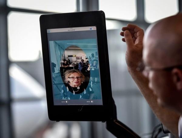 Kleidung gegen Gesichtserkennung könnte die Zukunft der Mode sein flughafen erkennung statt ausweis
