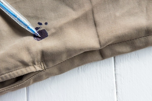 Kugelschreiber Flecken entfernen Hausmittel