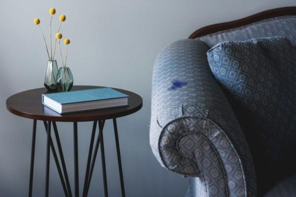 Kugelschreiber Flecken entfernen Sofa Tintenfleck entfernen Hausmittel