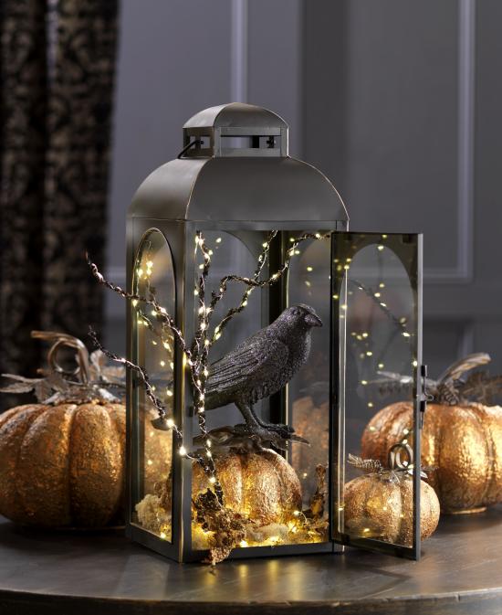 Laternen tolle Herbstdeko mit Laternen Halloween Deko schwarze Krähe Kürbisse im Goldglanz Lichterkette