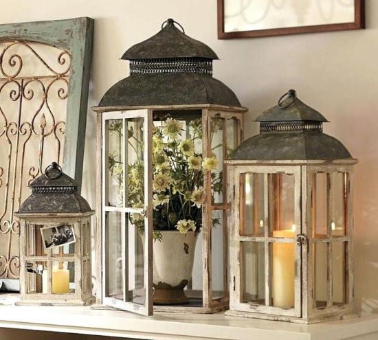 Laternen tolle Herbstdeko mit Laternen Vintage Modelle aus Holz mit Blumen dekoriert weiße Kerzen