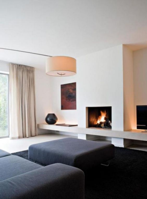 Minimalismus im Wohnzimmer perfektes Design eingebauter Kamin Wandbild daneben als Blickfang