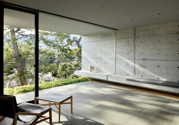 Minimalistisches Haus aus Stein und Beton in Japan im Erdgeschoss nahtlose Verbindung zwischen drinnen und draußen