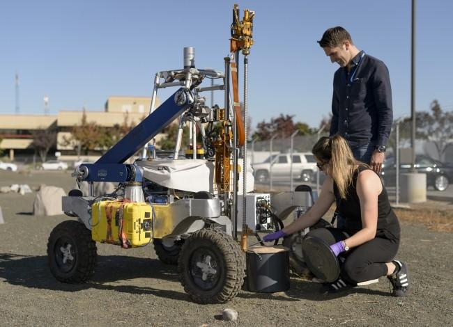 NASA entwickelt autonome Bohrer, um nach Leben unter der Marsoberfläche zu suchen arads bohrer im test