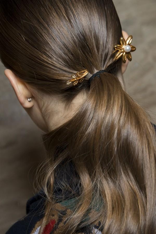 Pflanzliche Ornamente Schmuck Frisuren Damen