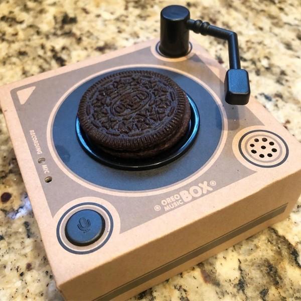 Philadelphia's Gadget Bagel That verwandelt alles in einen Bagel oreo kekse musik box weihnachten
