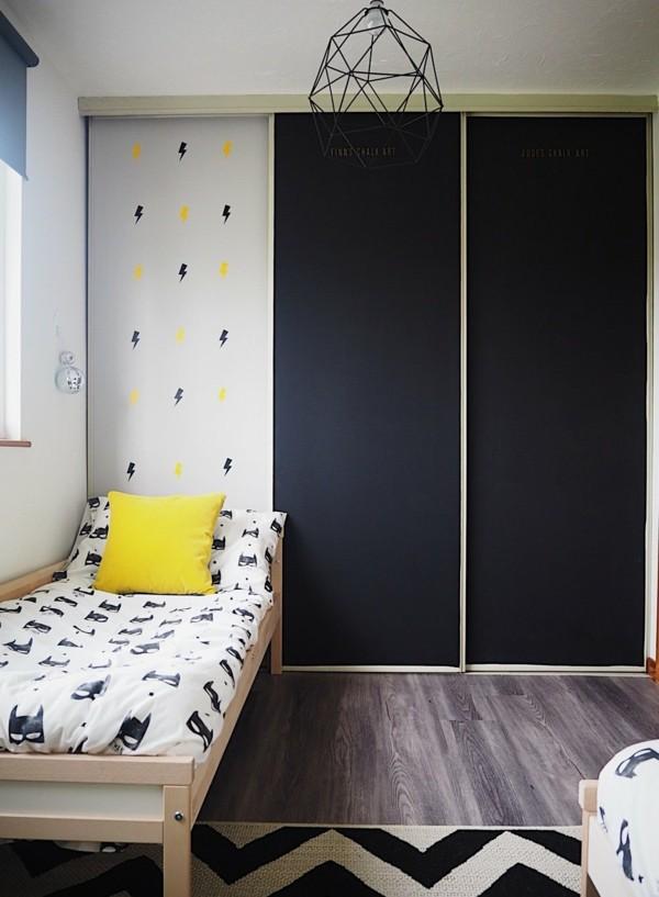 Tafelfarbe Kinderzimmer Kleiderschrank Türe streichen Kreidetafel