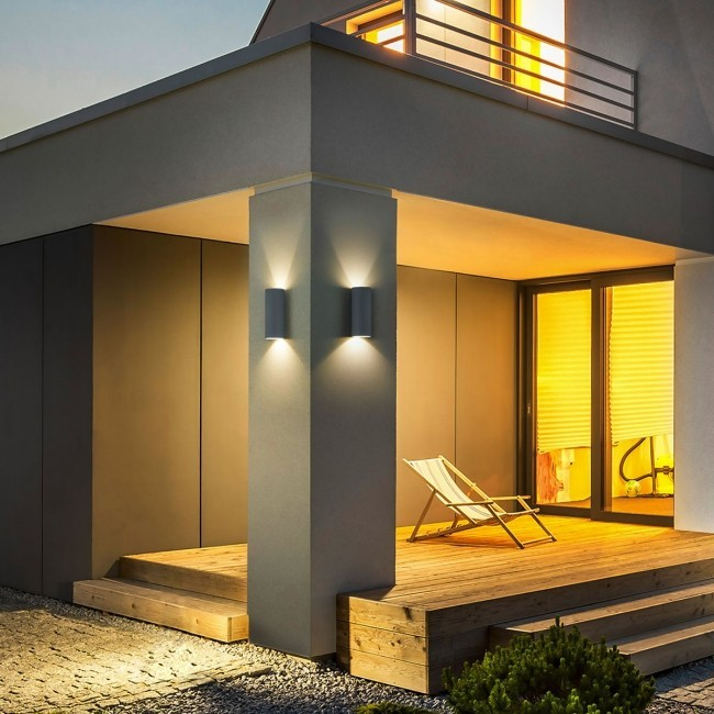 Terrasse und Balkon neu gestalten LED-Beleuchtungsideen für den Außenbereich treppen gut beleuchten kolonne