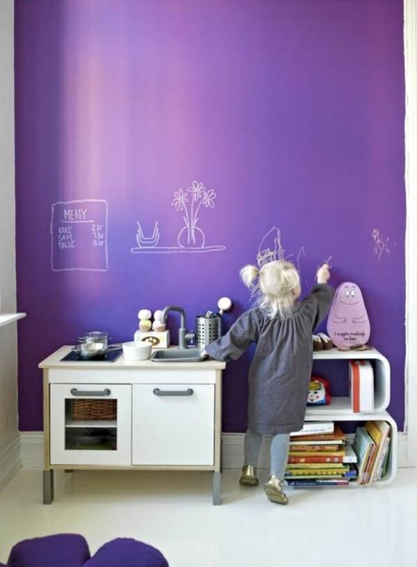 Wände streichen Kinderzimmer Wand violett Kreidetafel Tafelfarbe