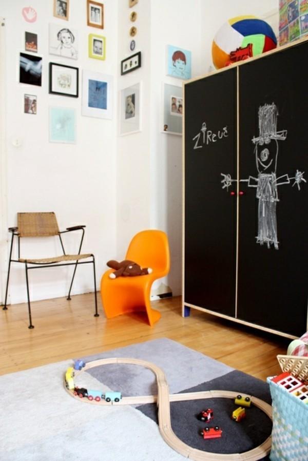 Wände streichen Tafelfarbe Kinderzimmer Möbel Kleiderschrank Tafelfolie