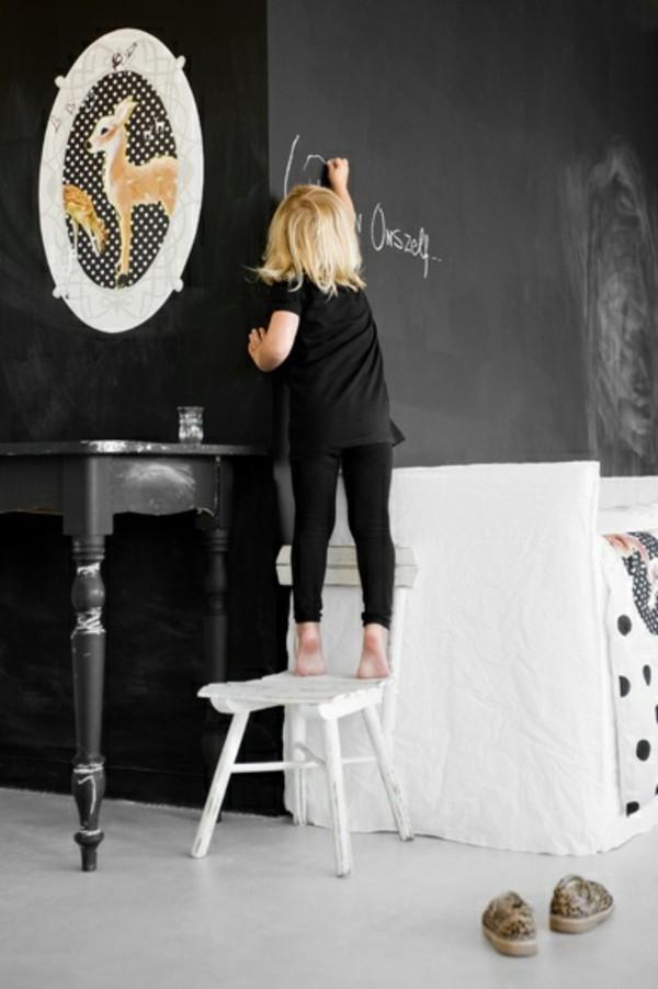 Wände streichen schwarz Tafelfarbe kreative Wohnzimmer Ideen