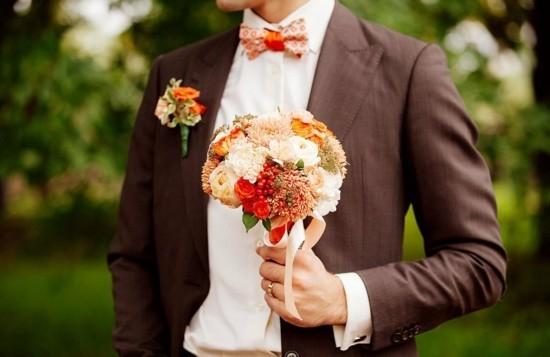 brautstrauß herbst mit rosen und chrysanthemen