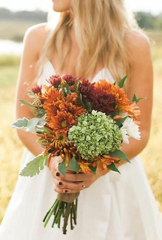 brautstrauß herbst rustikal mit hortensien und chrysanthemen