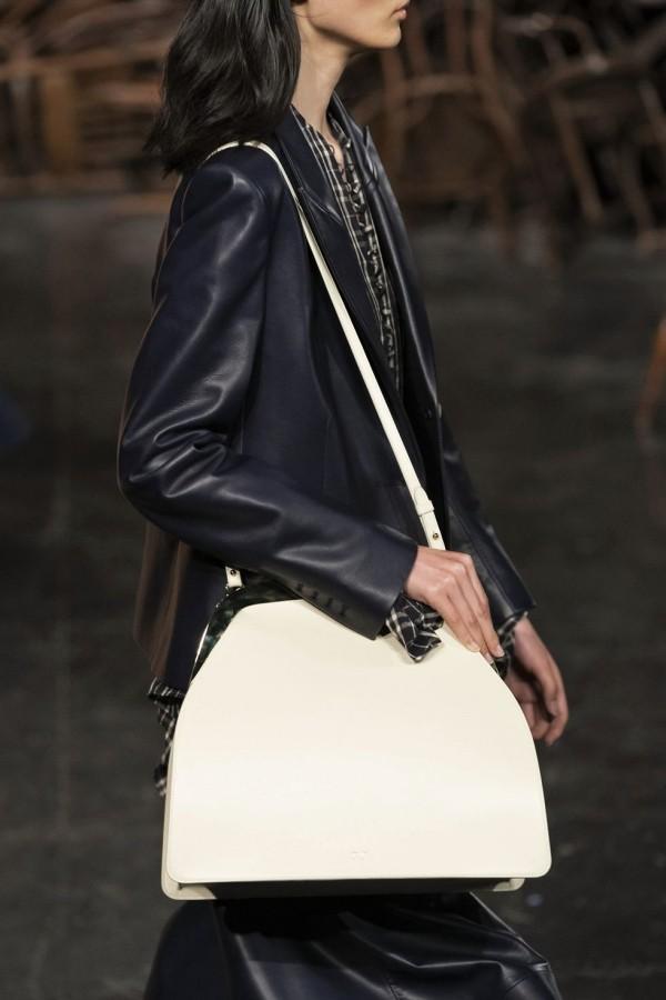 damentaschen - weiß und schwarzes outfit