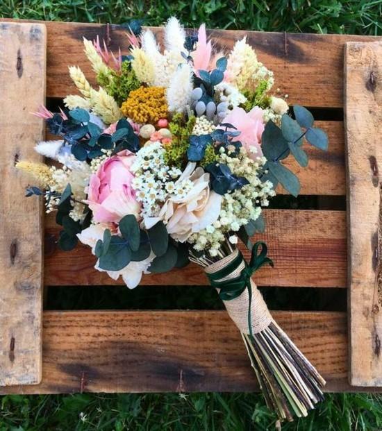 eukalyptusblätter rosen weizenhalme brautstrauß herbst