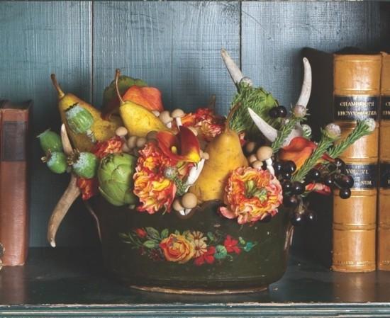 herbstgestecke herbstdeko idee mit birnen und herbstblumen