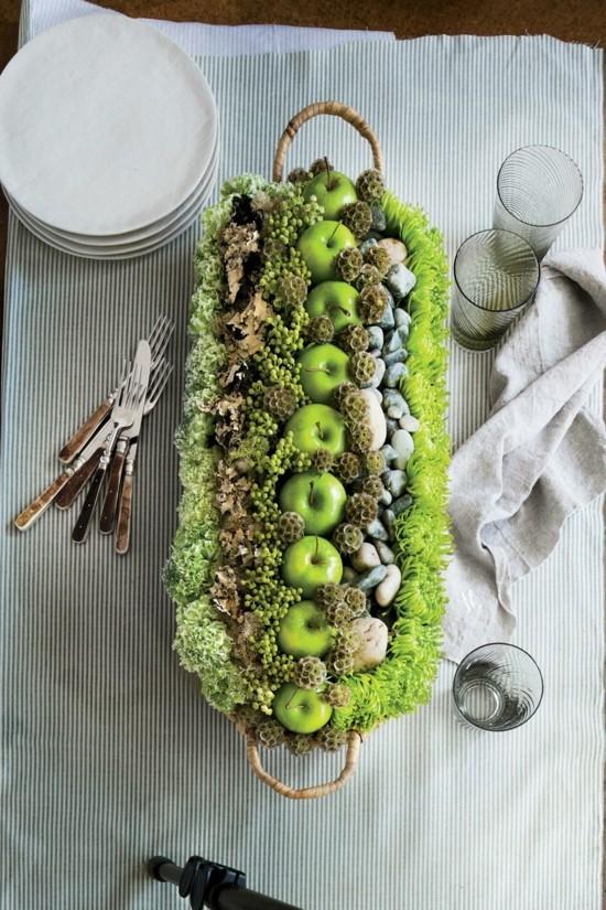 herbstgestecke mit grünen äpfeln
