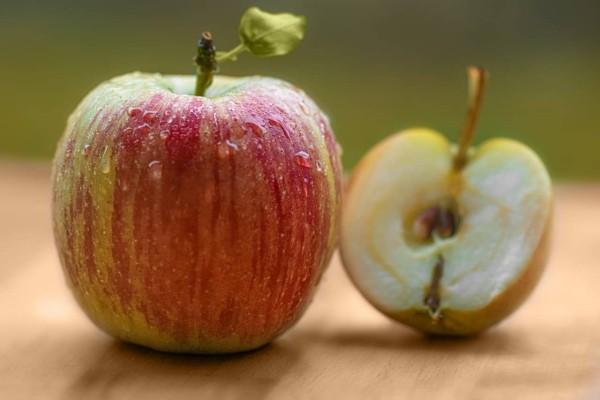 kleiner und großer Apfel Äpfel gesund