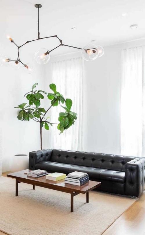 langes Sofa - schwarz in der Inneneinrichtung
