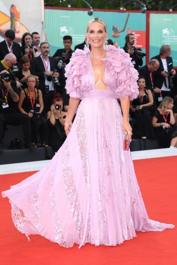 langes kleid in rosa molly sims