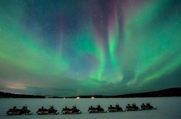 schweden nordlichter sehen schneemobil