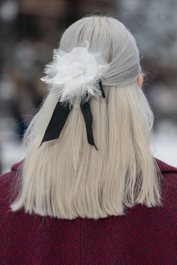 sehr hell blond Frisuren Damen
