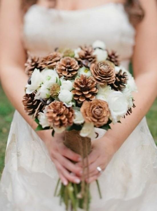 weiße rosen zapfen brautstrauß herbst