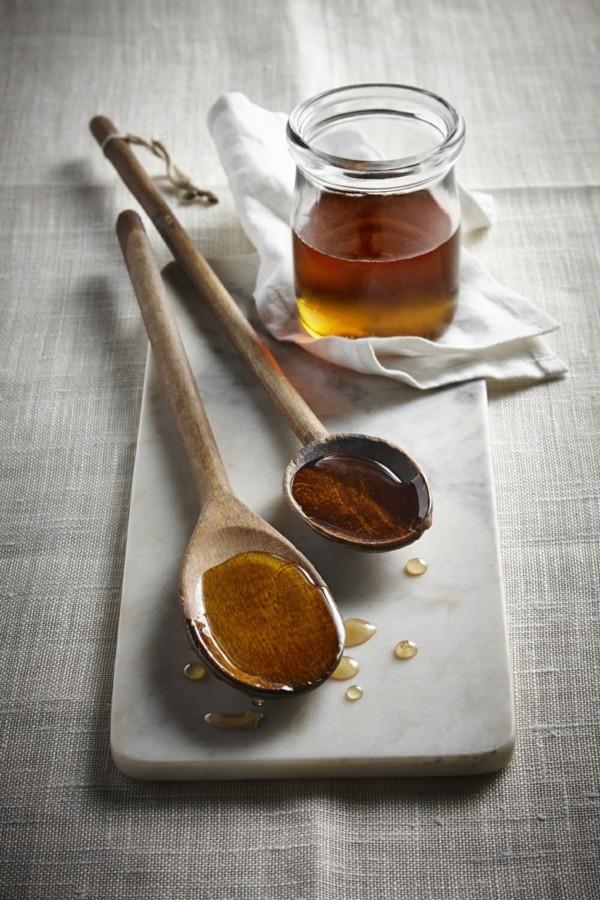 Ahornsirup Herstellung gesund Holzlöffel Süßstoff