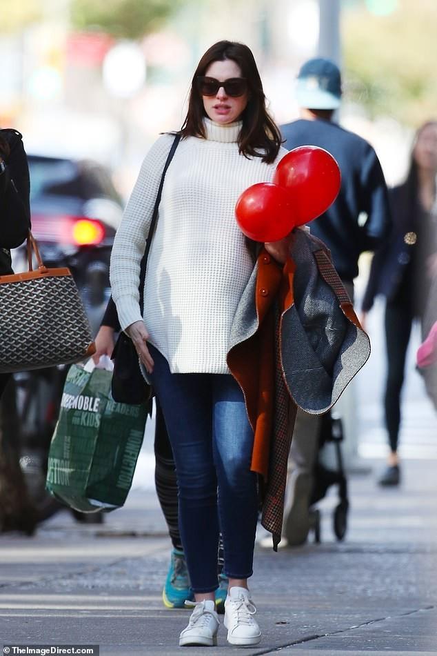 Anne Hathaway Babyparty in New York Einkauf für das zweite Kind mit Jessica Chastain