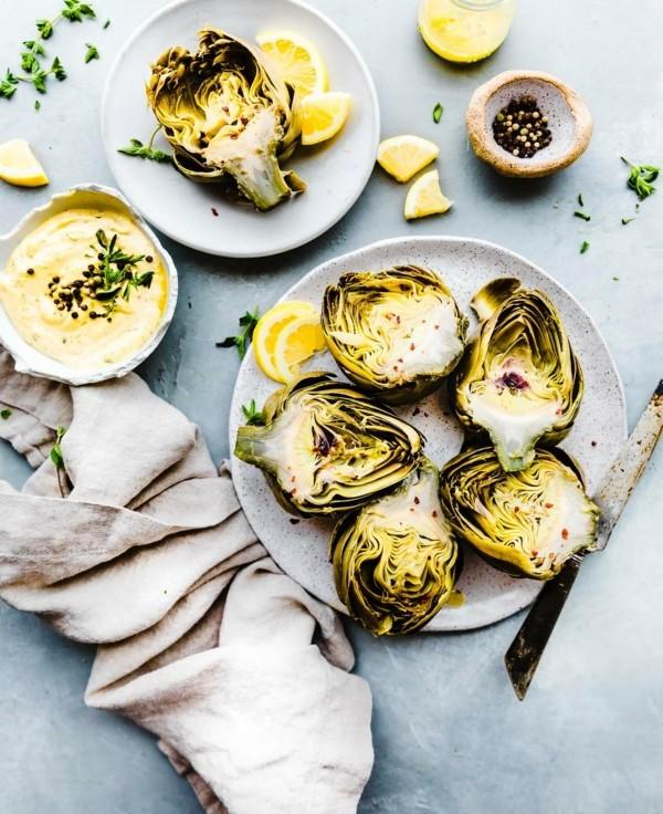 Artischocken zubereiten Rezept gekochte Artischocken gesunde Ernährung Aioli Souce